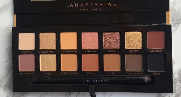 Anastasia Beverly Hills Soft Glam Palette color's