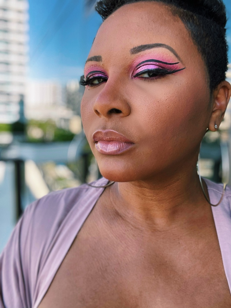 Double winged eyeliner on black woman with short cut